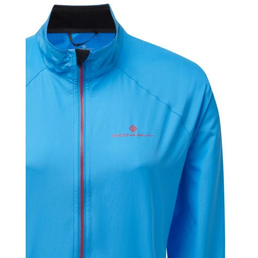Ronhill_Womens_Everyday_Wind_Jacket_Sky_Blue_Cherryade_Detail_1001.jpg